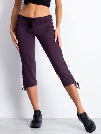 Ciemnofioletowe dresowe spodnie capri z materiałowym paskiem