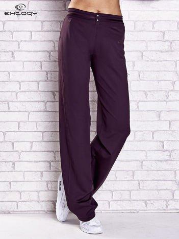 Ciemnofioletowe spodnie dresowe z guzikami PLUS SIZE