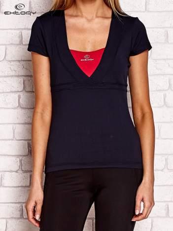 Ciemnogranatowy t-shirt z wycięciem na plecach