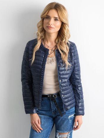 Ciemnoniebieska pikowana kurtka z aplikacjami
