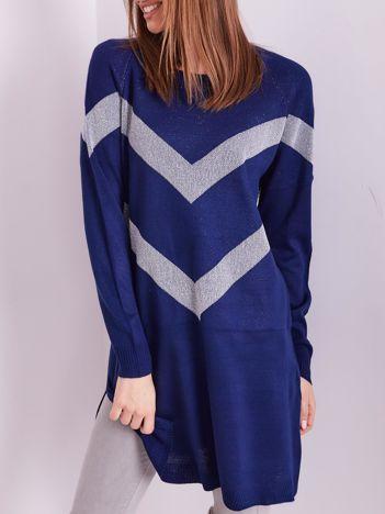 Ciemnoniebieski długi sweter z błyszczącym wzorem