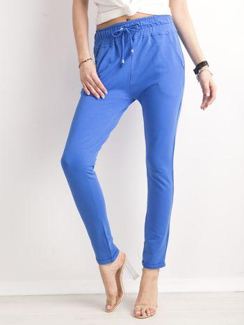 Ciemnoniebieskie bawełniane spodnie dresowe z troczkami