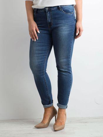 Ciemnoniebieskie jeansy damskie PLUS SIZE