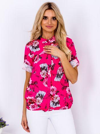 Ciemnoróżowa kwiatowa koszula z podwijanymi rękawami