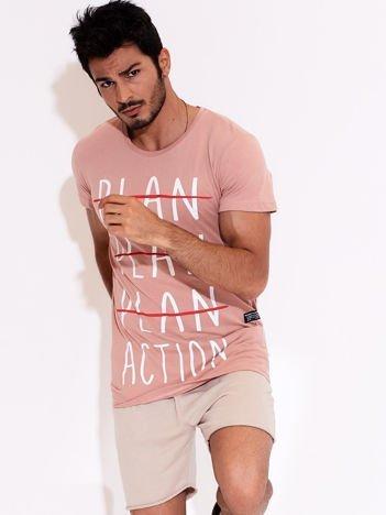 Ciemnoróżowy t-shirt męski z motywacyjnym nadrukiem