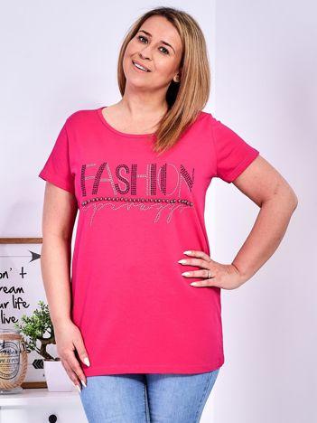 Ciemnoróżowy t-shirt z napisem z perełek PLUS SIZE