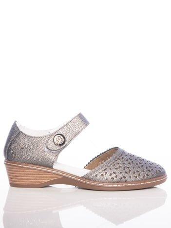 Ciemnosrebrne sandały Sabatina z ażurową cholewką i szerokim paskiem zapinanym w kostce