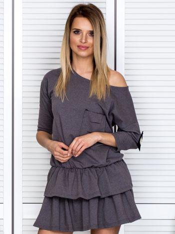 Ciemnoszara sukienka z warstwowymi falbanami