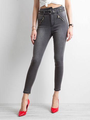 Ciemnoszare jeansy high waist z paskiem