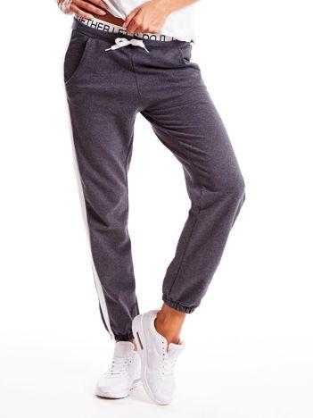 Ciemnoszare spodnie dresowe z nadrukiem na taśmie