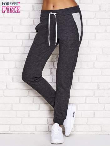 Ciemnoszare spodnie dresowe z tłoczonymi wstawkami