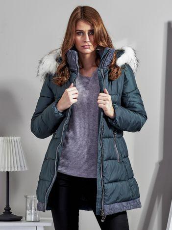Ciemnozielona kurtka zimowa ze swetrowym wykończeniem