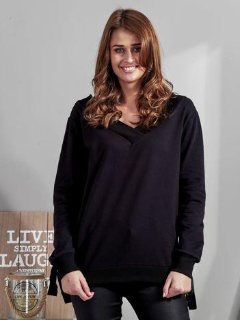 Czarna bluza V-neck z kolorową taśmą
