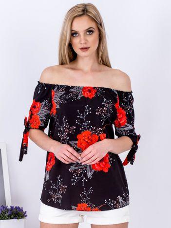 Czarna bluzka odsłaniająca ramiona w kwiaty