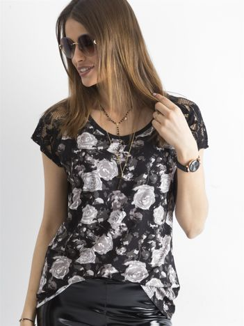 Czarna bluzka z nadrukiem kwiatów