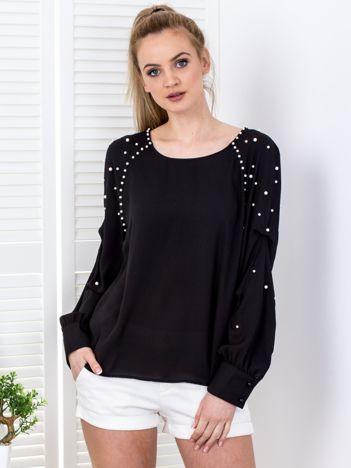 Czarna bluzka z perełkami i drapowaniami na rękawach