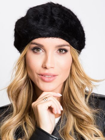 Czarna czapka damska