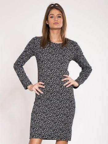 Czarna dopasowana sukienka w cętki