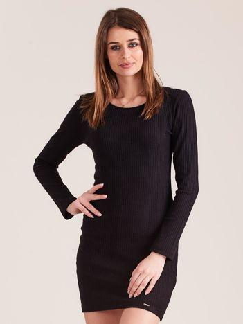 Czarna dopasowana sukienka w prążki z ozdobnym tyłem