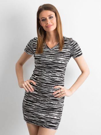 9d469b5b49 Czarna dopasowana sukienka w srebrne wzory