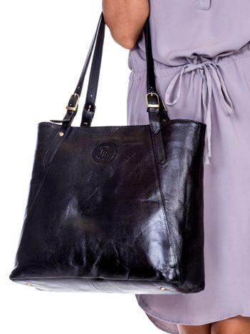 Czarna duża skórzana torba miejska