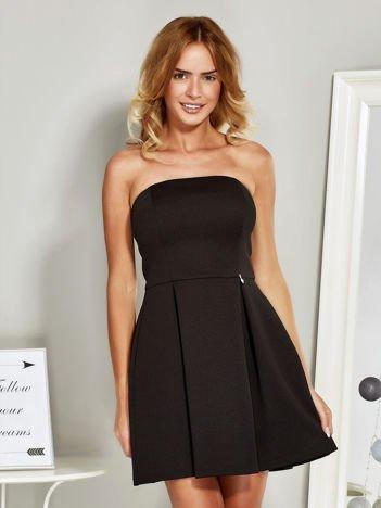 Czarna gorsetowa sukienka koktajlowa o wyrazistej fakturze