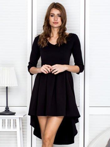 Czarna koktajlowa sukienka z dłuższym tyłem