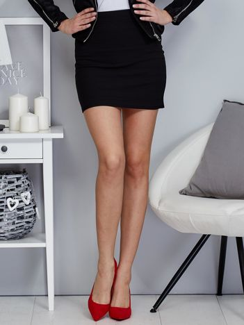 Czarna krótka trapezowa spódnica