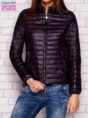 Czarna kurtka przejściowa pikowana