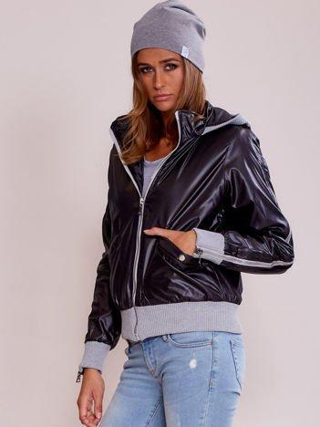 Czarna kurtka przejściowa z suwakami na rękawach