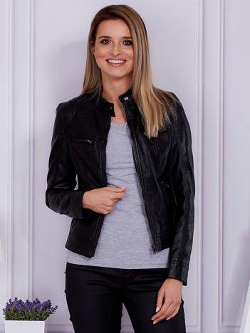 Czarna kurtka z kieszeniami na suwak
