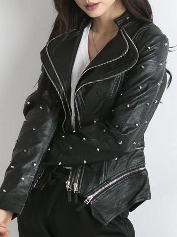 Czarna kurtka z podwójnymi suwakami i ćwiekami