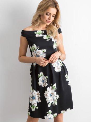 Czarna kwiatowa sukienka z kontrafałdami
