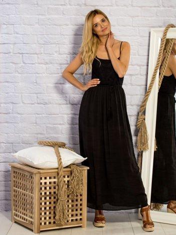 Czarna letnia sukienka maxi z ażurowaniem