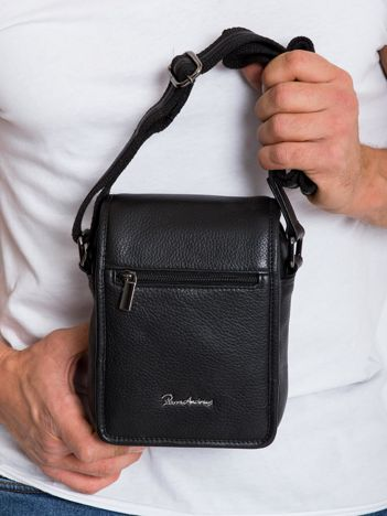 Czarna mała męska torba z klapką