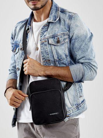 Czarna materiałowa torba męska z regulowanym paskiem