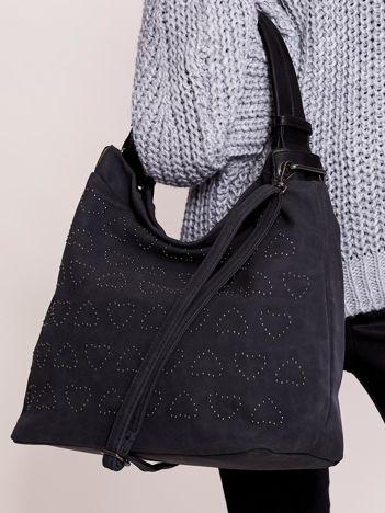 Czarna miękka torba z dżetami