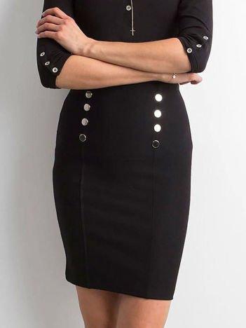 Czarna ołówkowa spódnica z guzikami