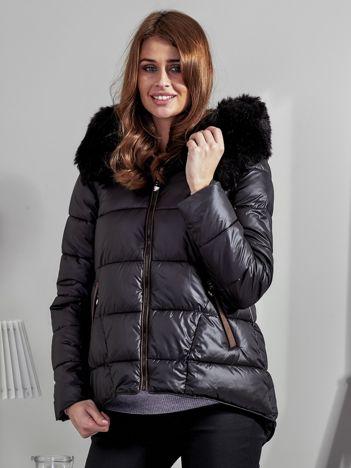 Czarna pikowana kurtka z zamszowymi wstawkami