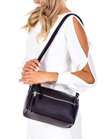 Czarna podłużna torebka na ramię