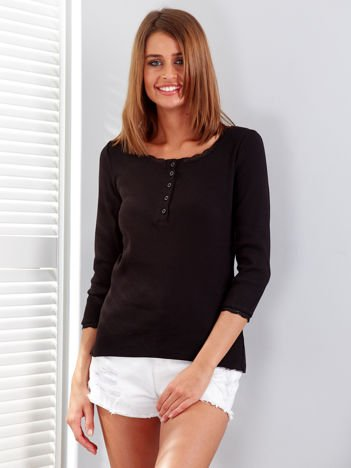 Czarna prążkowana bluzka z guzikami