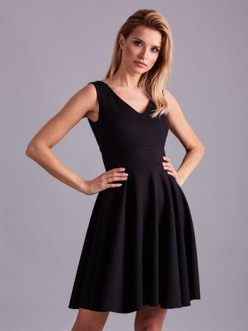 Czarna rozkloszowana elegancka sukienka
