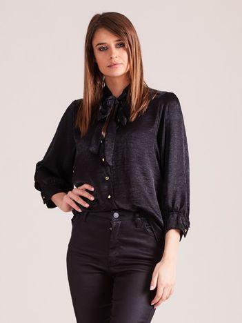 Czarna satynowa bluzka z wiązaniem