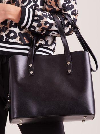 Czarna skórzana torebka do ręki z paskiem