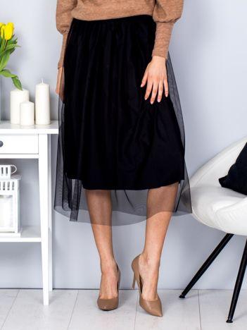 Czarna spódnica midi z tiulową warstwą