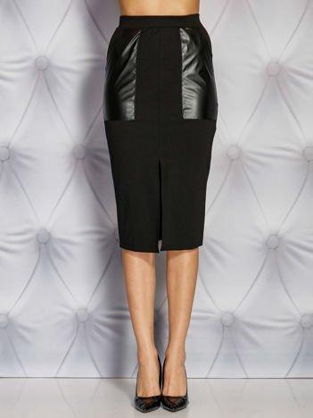 Czarna spódnica midi ze skórzanymi kieszeniami