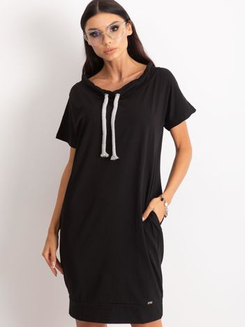 Czarna sukienka Distinctiveness