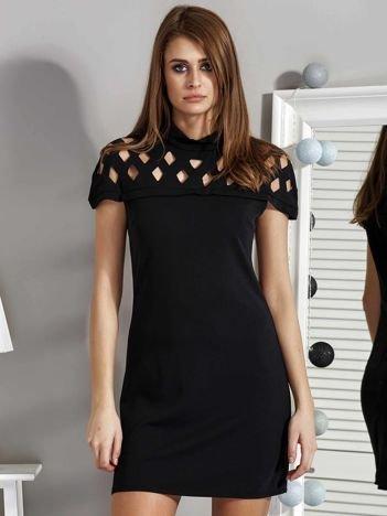 Czarna sukienka damska z ażurowaniem