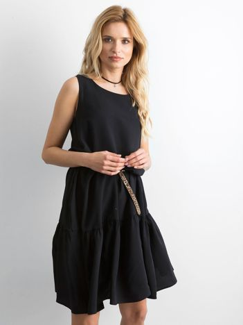 Czarna sukienka damska z szeroką falbaną