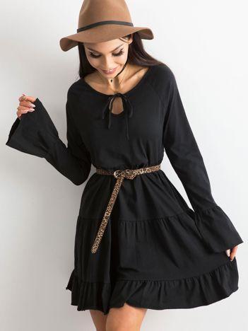Czarna sukienka damska z szerokimi rękawami